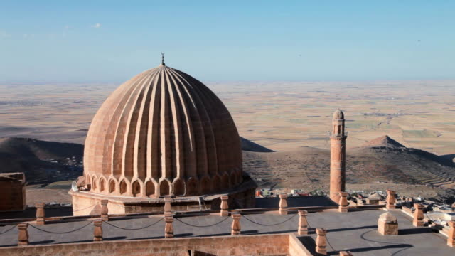 Zinciriye Madrasah - Mardin Turkey Zinciriye Medrese (Sultan Isa Medrese) constructed in 1385 by Najm ad-din Isa. The madrasa is part of a complez that includes a Mosque and the tomb of Najm ad-din Isa. mardin stock videos & royalty-free footage