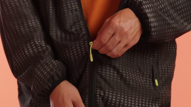 zip it, time to win it - жакет стоковые видео и кадры b-roll
