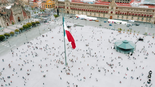 zocalo square in mexico city - город мехико стоковые видео и кадры b-roll