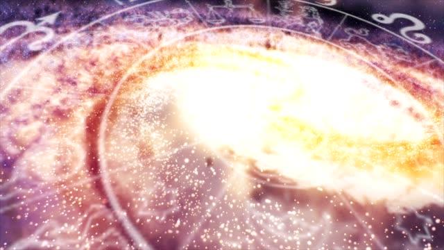 vídeos de stock e filmes b-roll de sinais do zodíaco galáxia de espaço - astrologia