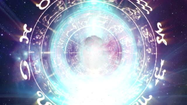 vídeos de stock e filmes b-roll de roda do zodíaco - astrologia