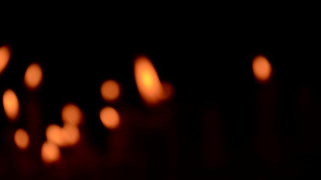 stockvideo's en b-roll-footage met zoom in a candles - infaden