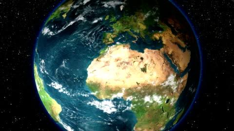 vídeos y material grabado en eventos de stock de hd-zoom in earth (a través de las nubes del espacio) - europa continente