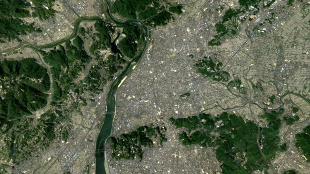 vídeos de stock, filmes e b-roll de zoom do espaço para japão kurashiki - relevo