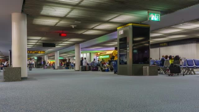 4k zoom in . timelapse airport passenger terminal - аэровокзал стоковые видео и кадры b-roll