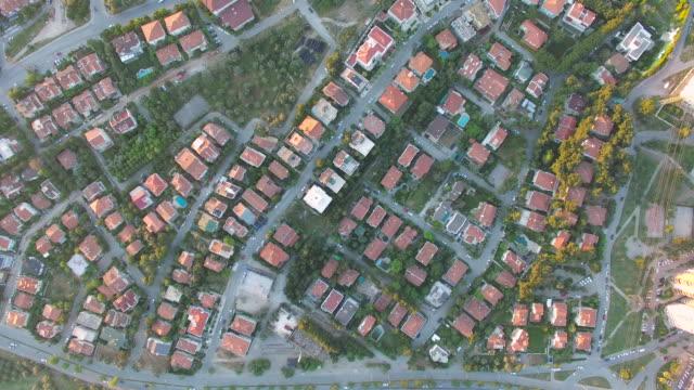 Zoom in to Neighborhood video