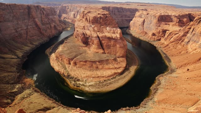 zoom out shot of horseshoe bend. motor boat moves along colorado river - horseshoe stock videos & royalty-free footage