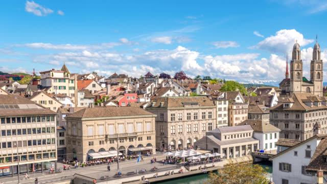 vídeos de stock e filmes b-roll de zurich switzerland time lapse 4k, aerial view city skyline timelapse from lindenhof - suíça